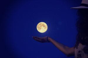 月 が 綺麗 です ね 返し まとめ 夏目漱石「月が綺麗ですね」へのOK・断り返事9パターンを紹介
